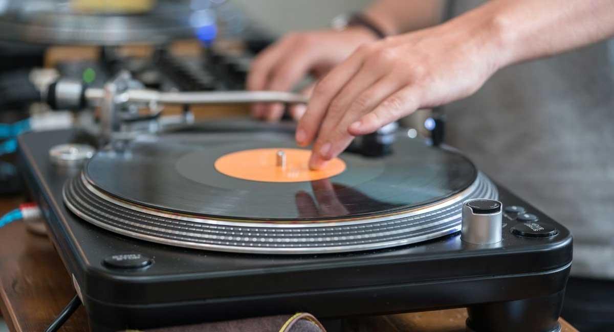 5 Best DJ Turntables in 2021