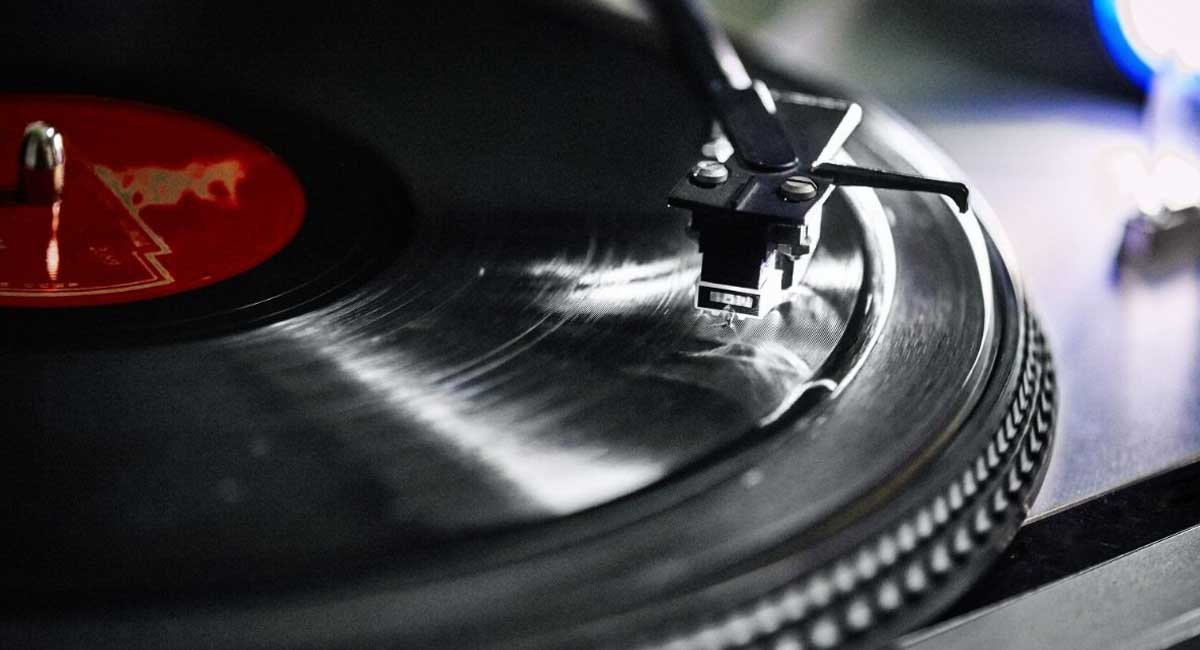 5 of the Best Rubber Turntable Mat [2021]